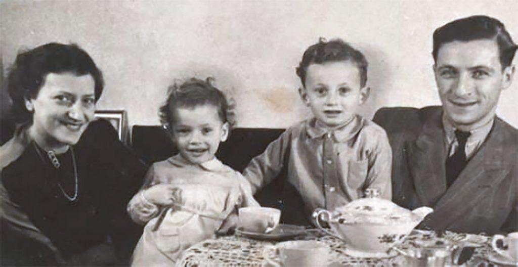 Sieg en zijn ouders en zusje vlak voor de oorlog.